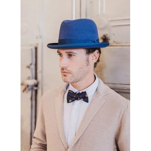 Hombre con Sombrero Billy Hambourg de Fieltro Azul Hombre de la sombrerería Fernández y Roche