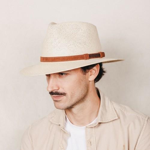 Gonzalo sombrero hombre panamá para el verano color beige natural y correa de ante. Fernández y Roche