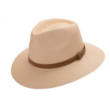 Arlet sombrero de hombre panamá color crema y correa de ante con hebilla. Fernández y ROCHE