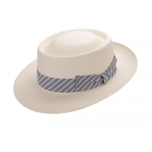 Deka sombrero de hombre panamá Pork Pie en color blanco con cinta a rayas. Fernández y ROCHE
