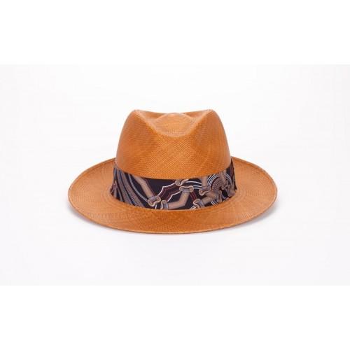 Frederic sombrero de hombre panamá estilo Fedora color naranja y cinta estampada. Hecho a mano en España. Fernández y ROCHE