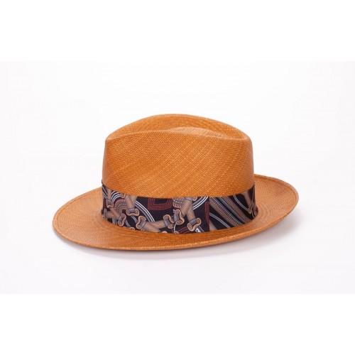 Frederic sombrero de hombre panamá para el verano estilo Fedora color naranja y cinta estampada. Fernández y ROCHE