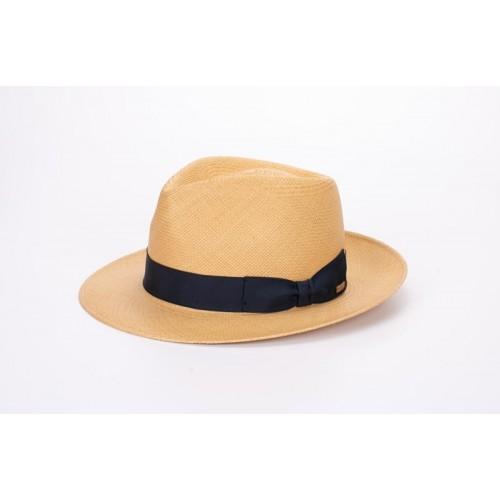 Lenon sombrero de hombre panamá color nude y cinta Grosgrain azul. Fernández y ROCHE