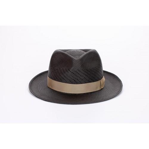 Limber sombrero de hombre panamá copa calada color gris y cinta camel. Hecho a mano en España. Frontal. Fernández y ROCHE