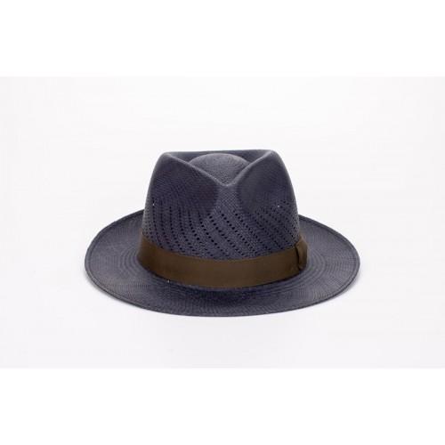 Maltés sombrero de hombre panamá copa calada color azul y cinta camuflaje. Hecho a mano en España. Frontal.  Fernández y ROCHE