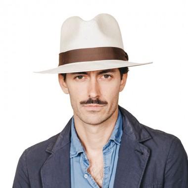Roman sombrero de hombre para el verano panamá copa Fedora en blanco con cinta marrón chocolate. Fernández y ROCHE