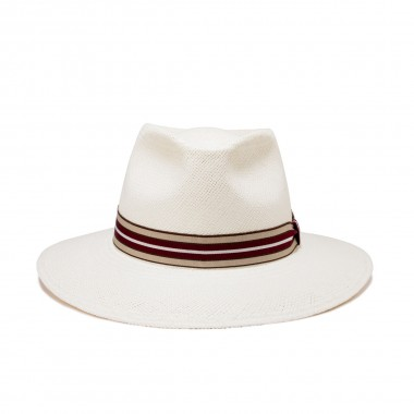 White. Decorated with a grosgrain ribbon. Fernández y Roche