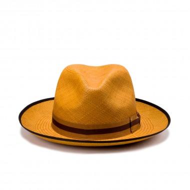 Bícaro sombrero panamá color coñac y cinta grosgrain de rayas. Fernández y Roche